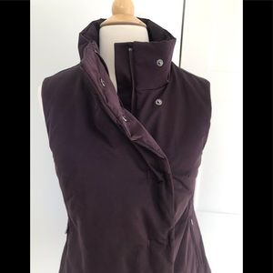 Womens Under Armour Burgendy Warm Vest Size S